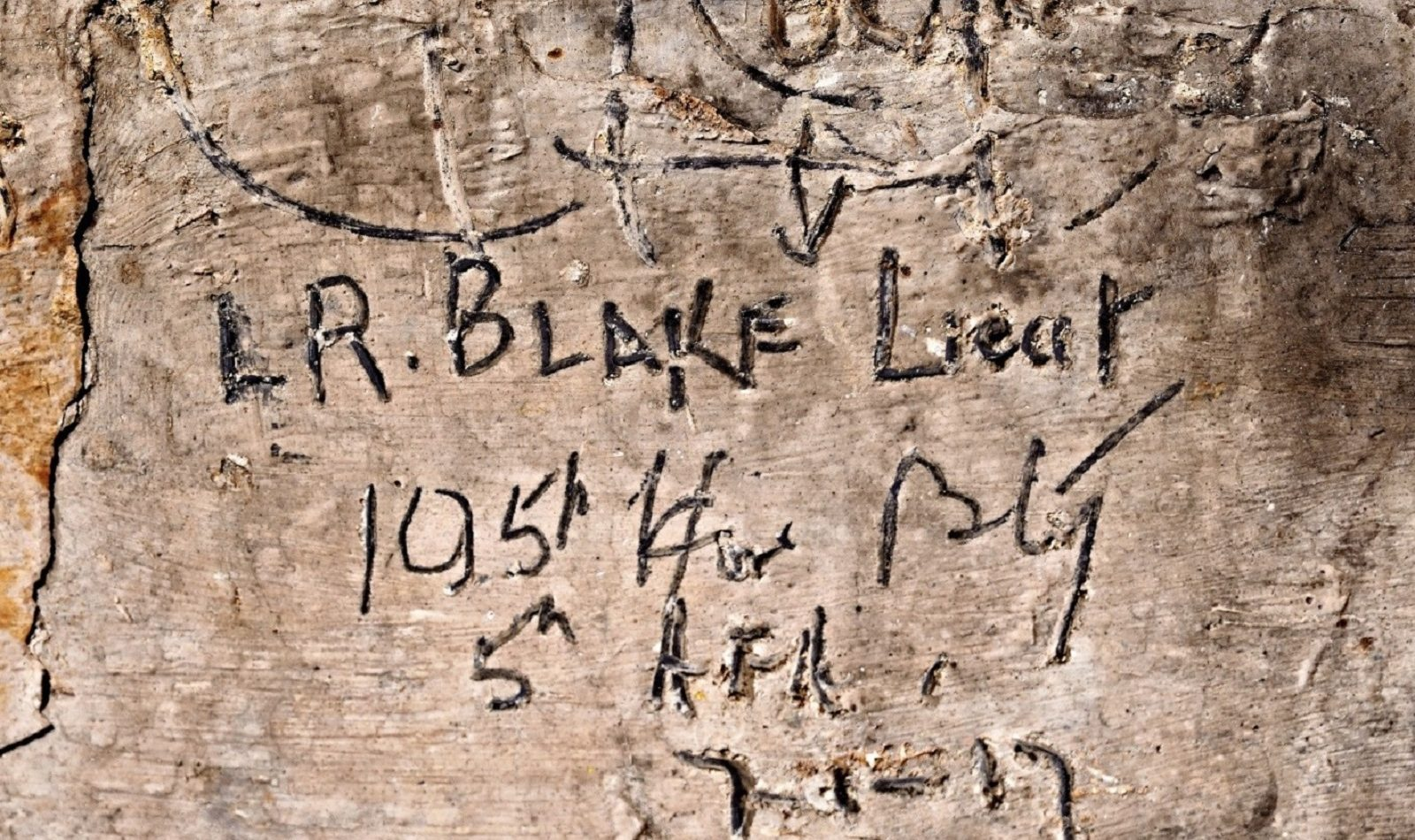 An inscription by Lieutenant Leslie Blake in 1917